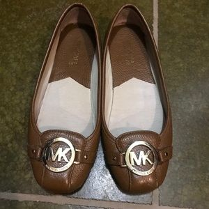 Michael Kors brown/gold flats
